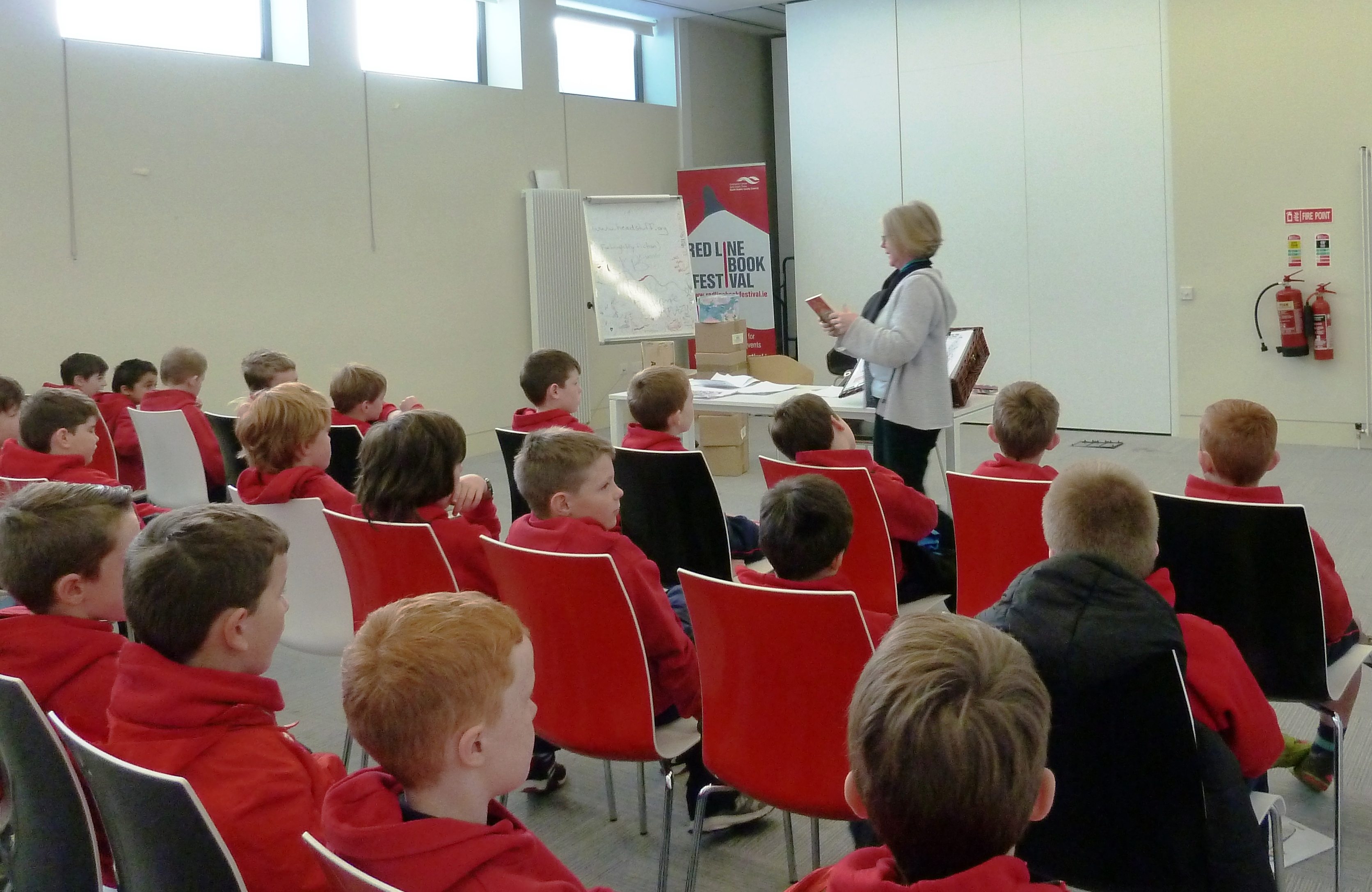 author-sp-mcardle-at-ballyroan-library-during-childrens-book-festival-2016