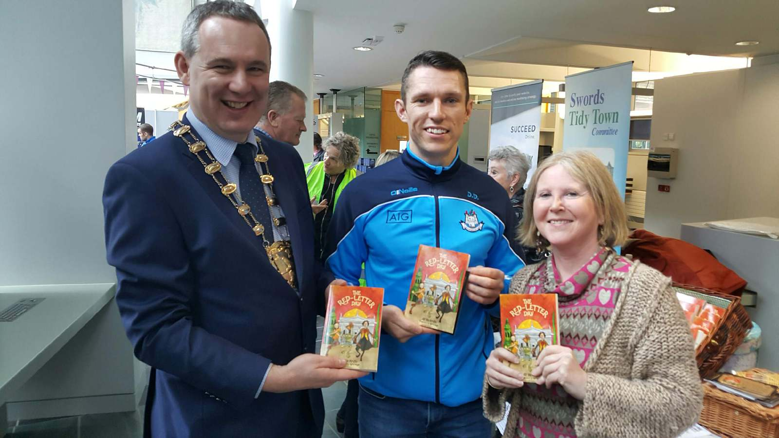 fingal-mayor-darragh-butler-dubs-star-darren-daly-and-author-sp-mcardle-at-the-swords-enterprise-town-event-sat-nov-19-2016